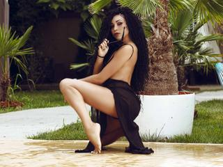 I love beiong naughty and passionate while stealing the glances and attention of men, I would like to take your imagination to new limits, enjoy incredible moments and fill our lives with new experiences... come and live with me unforgettable moments that will remain forever in your memory!